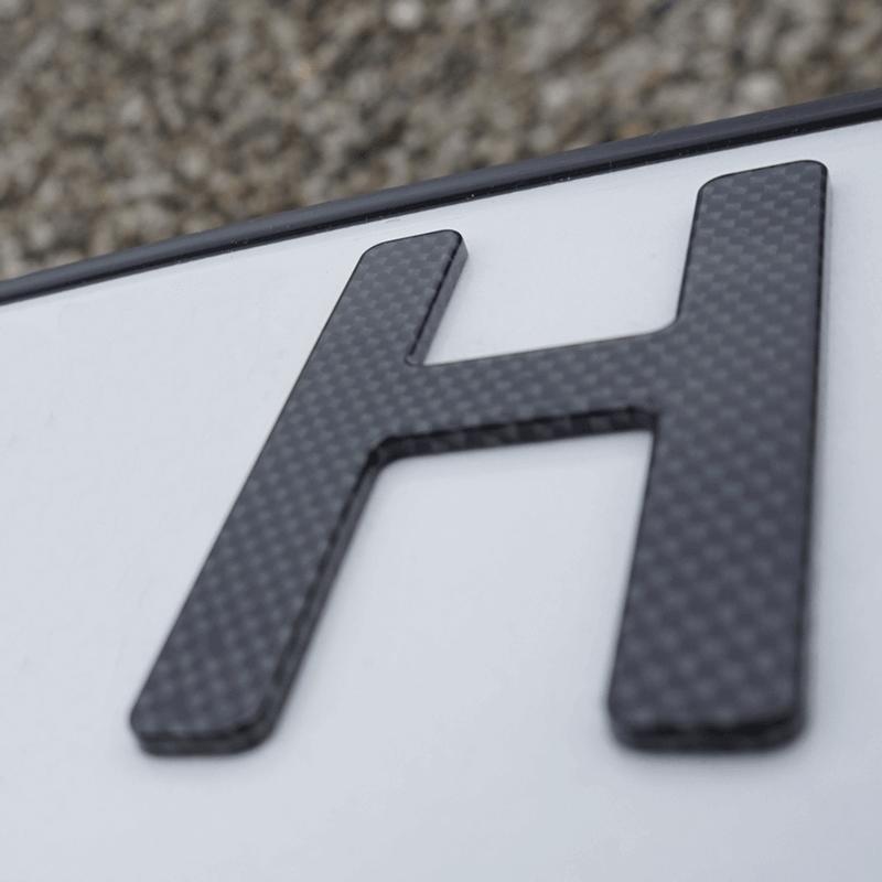 3D H-Kennzeichen mit Saison Carbonoptik Hochglanz 520 mm